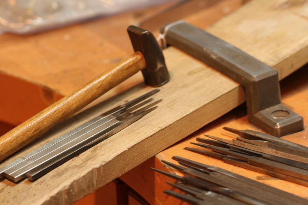 超硬鏨と鎚 ジュエリーの工具