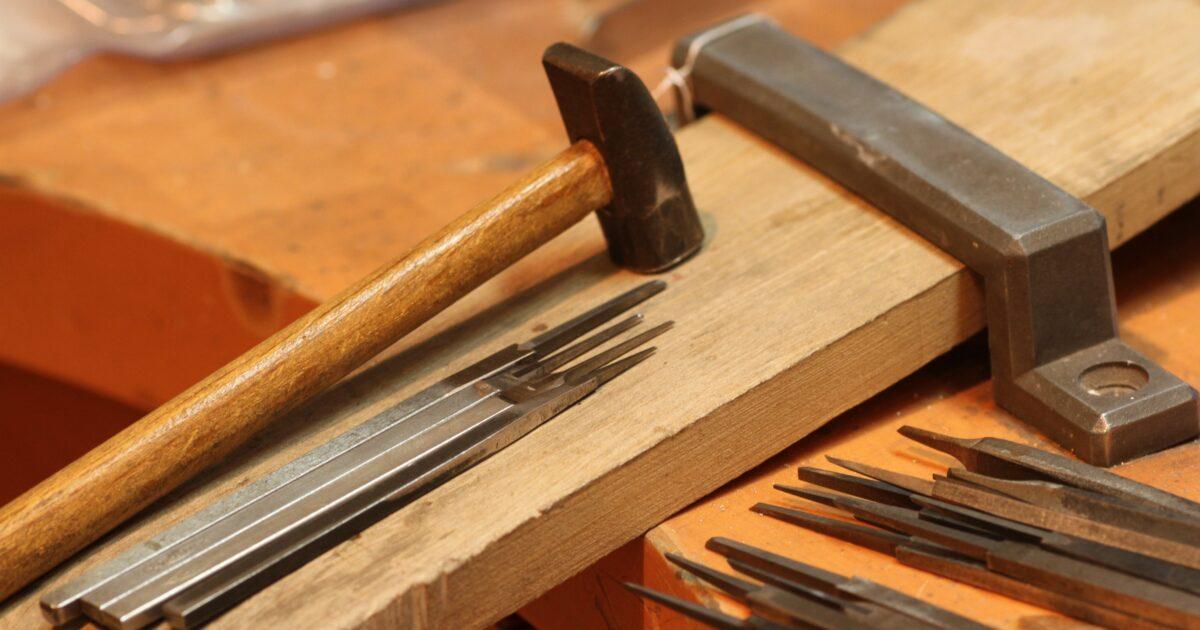 鏨と鎚 ジュエリーの工具