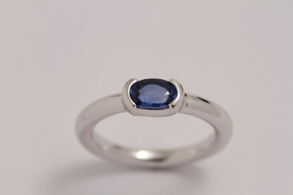 シンプルなサファイア指輪