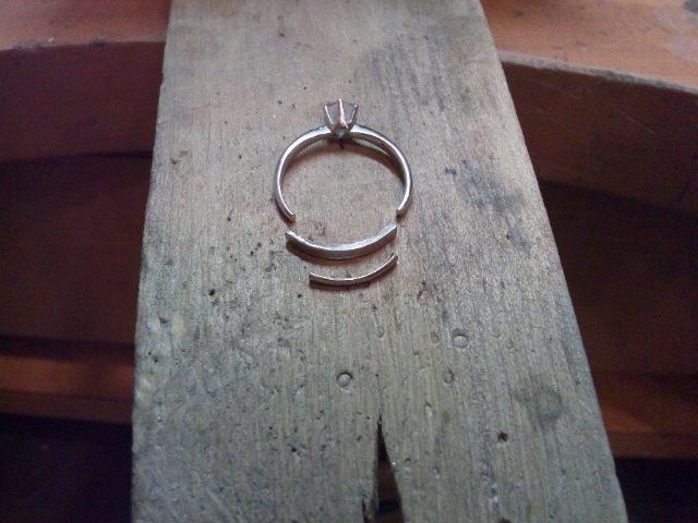 指輪の補強作業