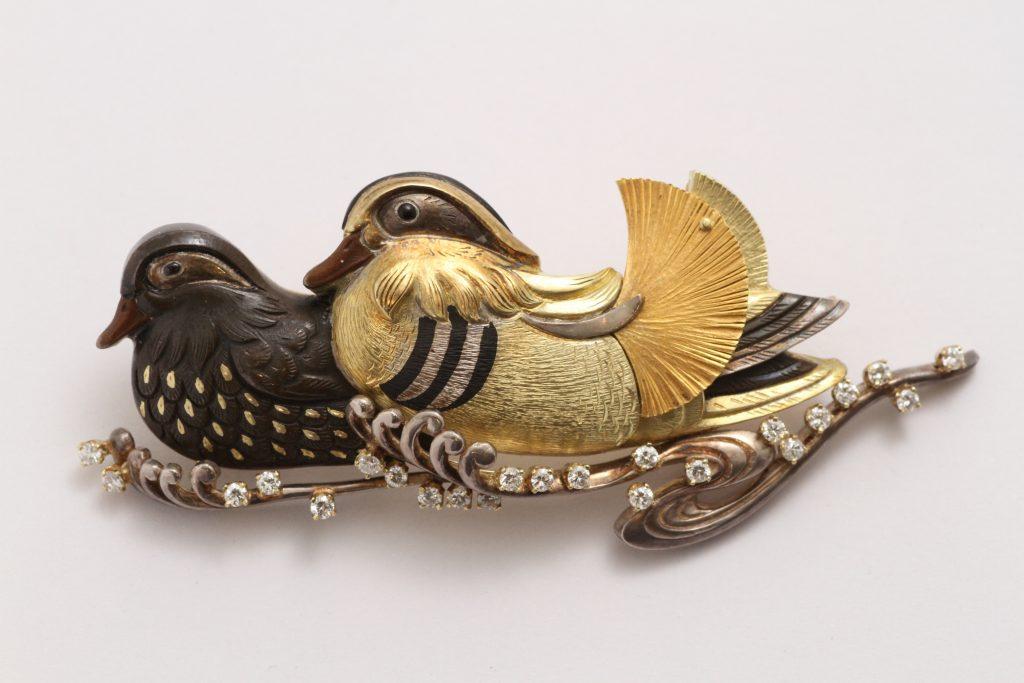 人間国宝:故)安藤薩雄 作 鴛鴦の帯留 素材:赤銅、K18、四分一、銀、ダイヤモンド