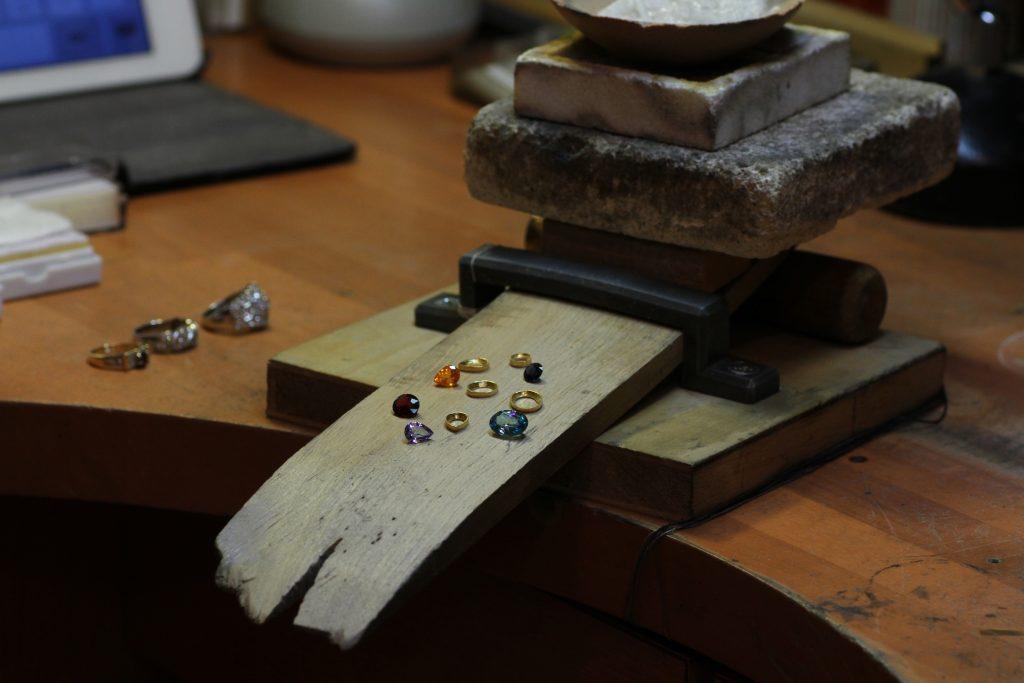 イヤーカフ パーツと宝石