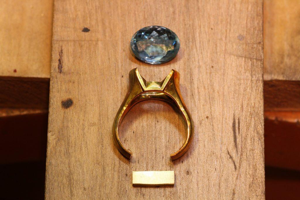 超テクニカルな指輪のサイズ直しの工程シーン
