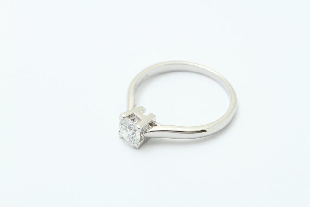 ハリーウィンストン ダイヤの指輪サイズ直し