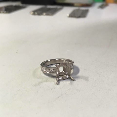 ダイヤモンドの彫り留め