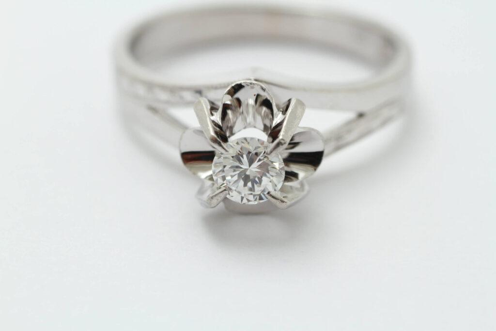 お持ち込みのダイヤ立爪の指輪 リフォーム前