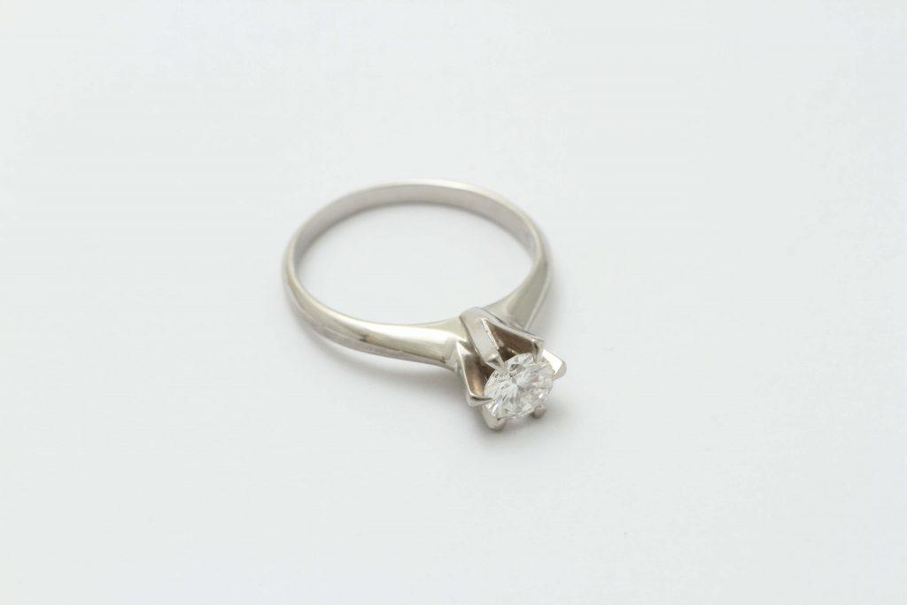 お母様から継承されたダイヤ立爪指輪 リフォームビフォアー