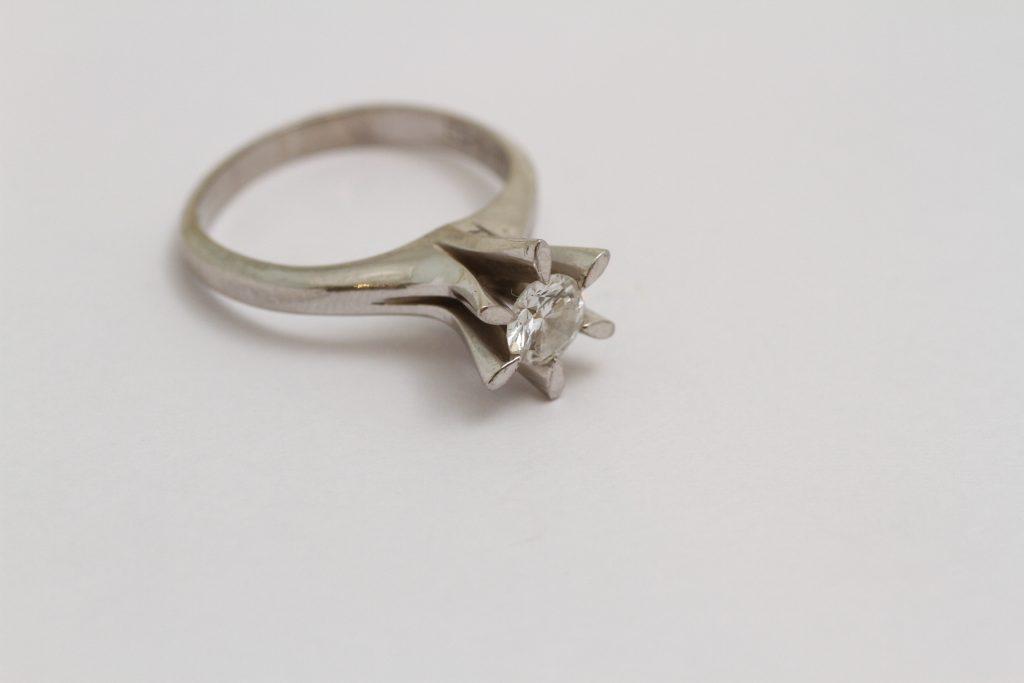 指輪リフォーム 立爪 ビフォアー