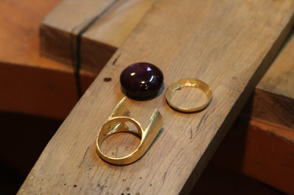 ルビーの指輪の製作途中
