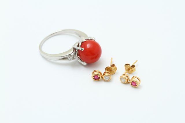 お持込みの珊瑚の指輪とダイヤとルビーのピアス