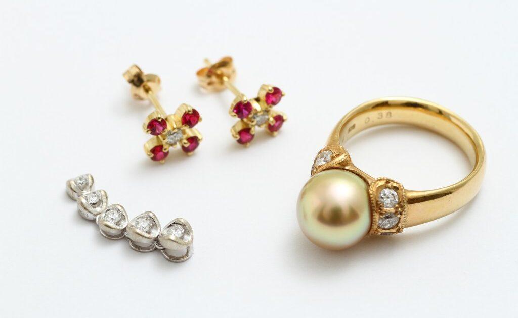指輪リフォーム ビフォアー 宝石全部乗せ