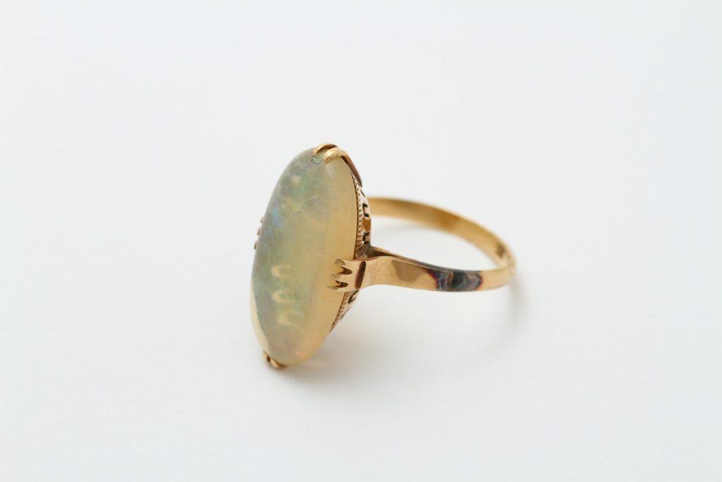 お持ち込みのオパールの指輪 リフォームビフォアー