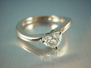 ダイヤモンドセレクト ハートシェイプ オーダーメイド婚約指輪