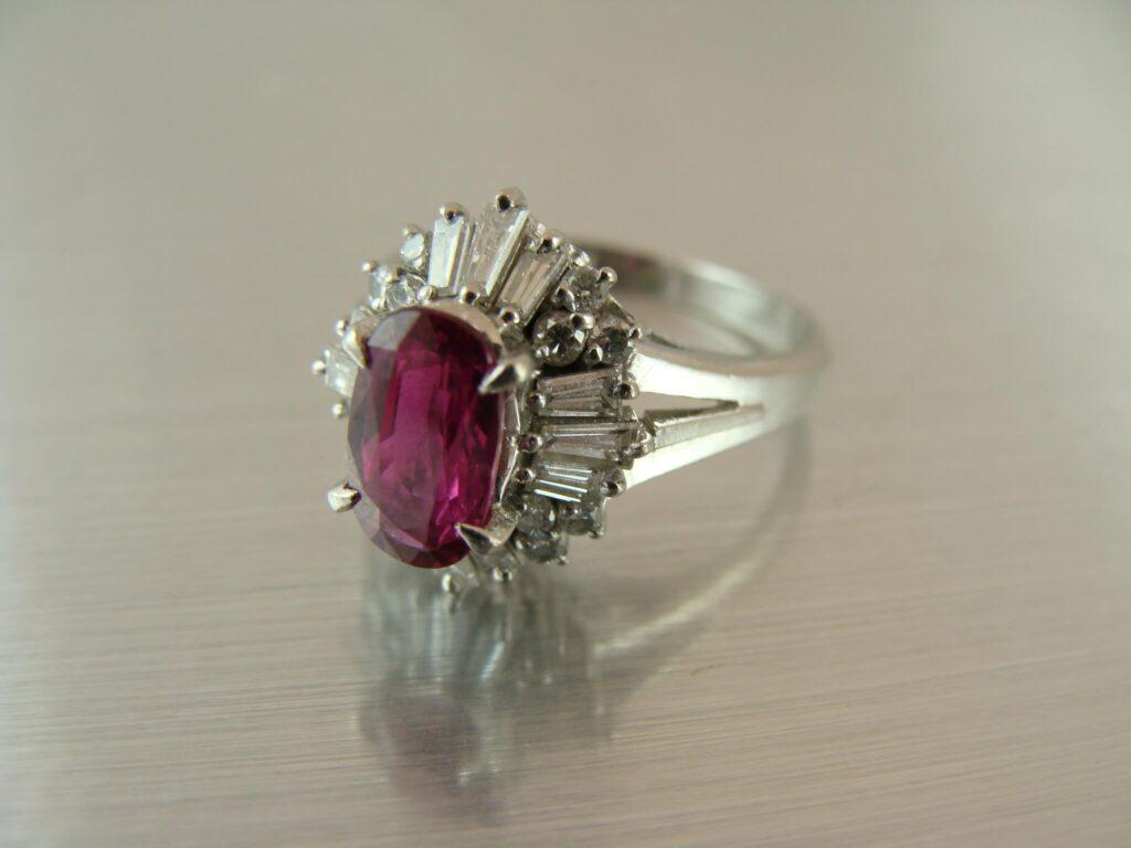 ルビの指輪を預かりました。これからジュエリーリフォームに取りかかります。