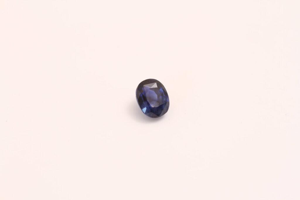 お客様が持ち込まれたサファイヤのルースストーン