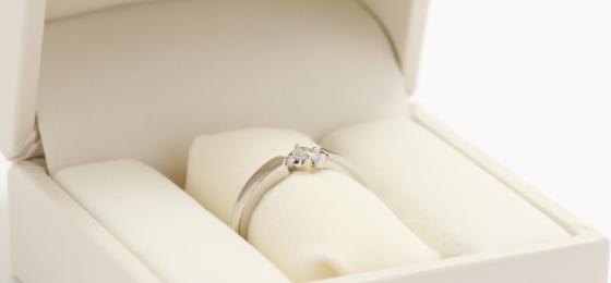 宝石からセレクト婚約指輪