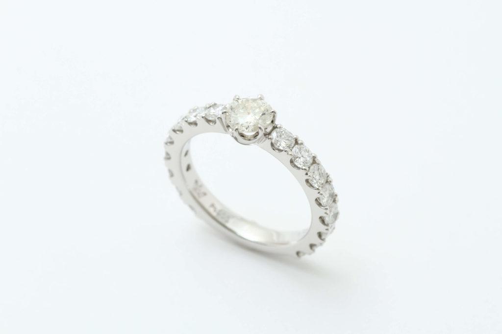 ダイヤの指輪リフォーム後です。