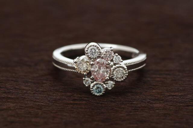 カラーダイヤモンドの指輪!