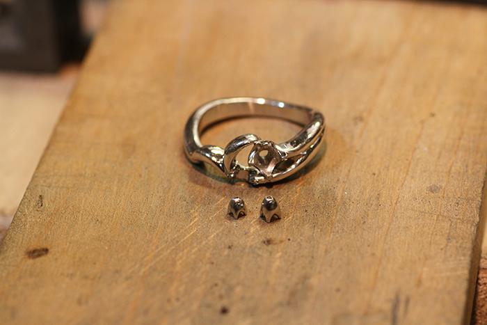 写真:制作途中の指輪