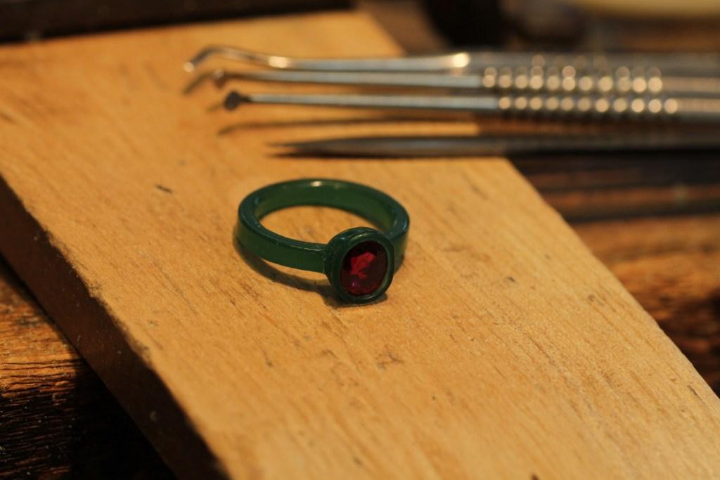 ルビーの指輪リフォームの途中製作工程です。