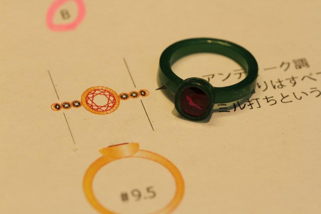 新しく生まれ変わるルビーの指輪を、ワックスモデリングで造形していきます。
