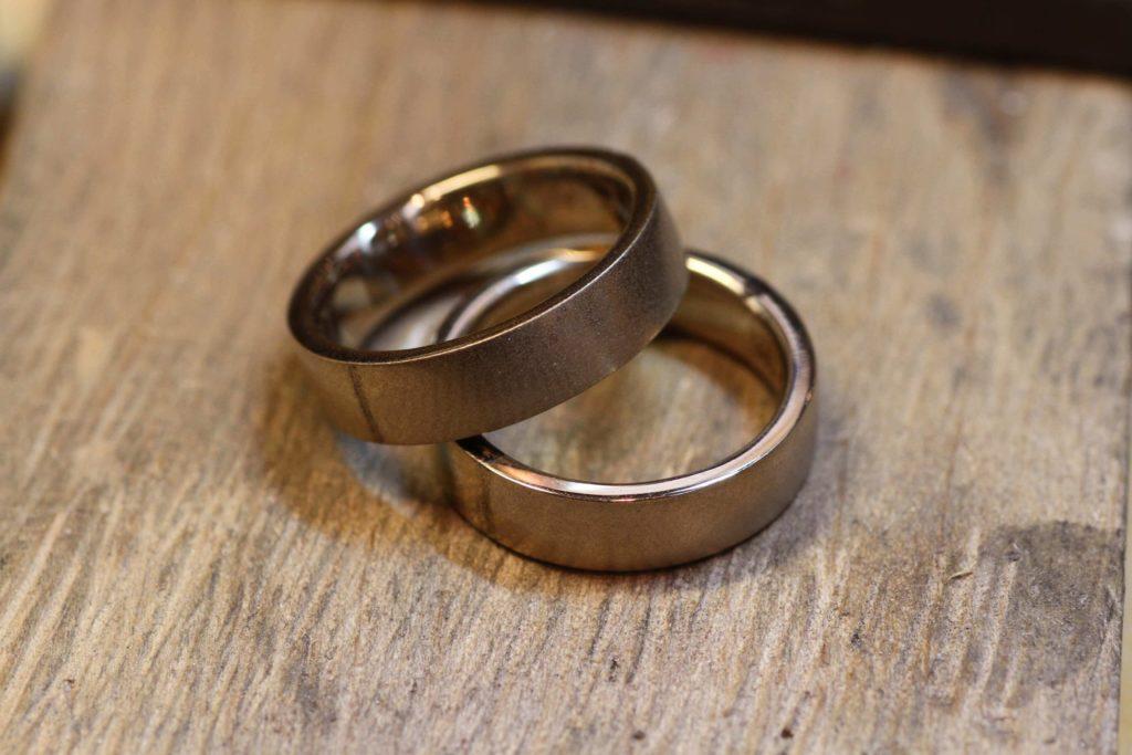 幅広な結婚指輪です!