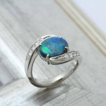 ブラックオパールの指輪が完成しました!