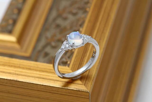 プラチナで製作したウォーターオパールの指輪