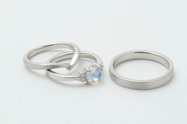 プラチナで製作した婚約指環と結婚指環