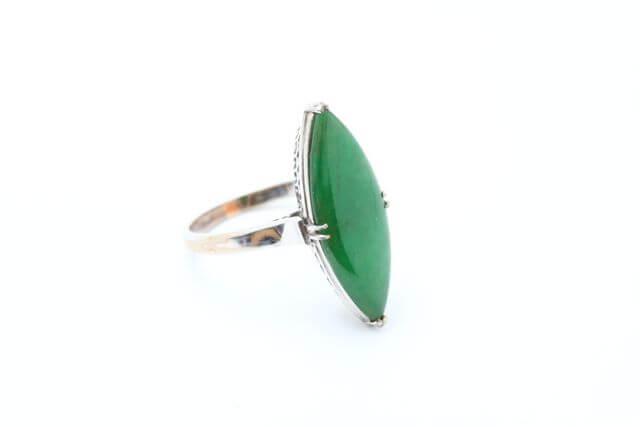 お持ち込みの翡翠指輪です。